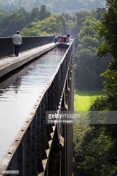 Llangollen Denbighshire Wales United Kingdom The three hundred meters long Pontcysyllte Aqueduct which carries the Llangollen canal across the Dee...