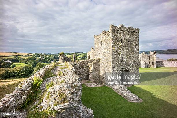 llansteffan castle in wales - castle stock pictures, royalty-free photos & images
