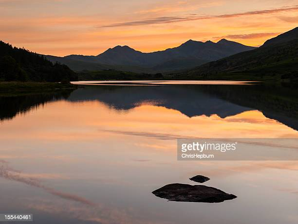 llyn mymbyr sunset, snowdonia, wales - mount snowdon stock photos and pictures