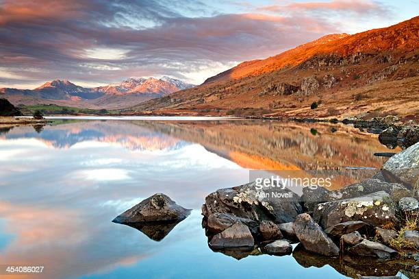 llynnau mymbyr, mount snowdon & snowdon massif - mount snowdon stock photos and pictures