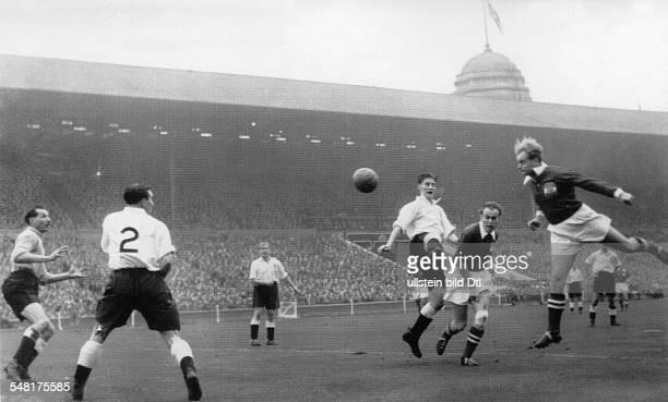 Länderspiel im WembleyStadion in London England Österreich 22 Spielszene vor dem englischen Tor
