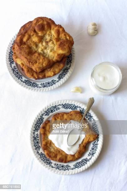 lángos - traditionally hungarian stockfoto's en -beelden