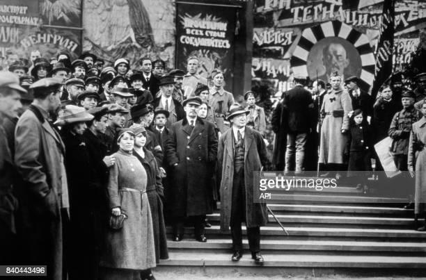 Lénine au milieu de la foule lors d'une manifestation à Moscou en 1919 Russie