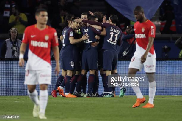 lo Paris SaintGermain's Argentinian midfielder Giovani Lo Celso celebrates with teammates after scoring a goal during the French L1 football match...