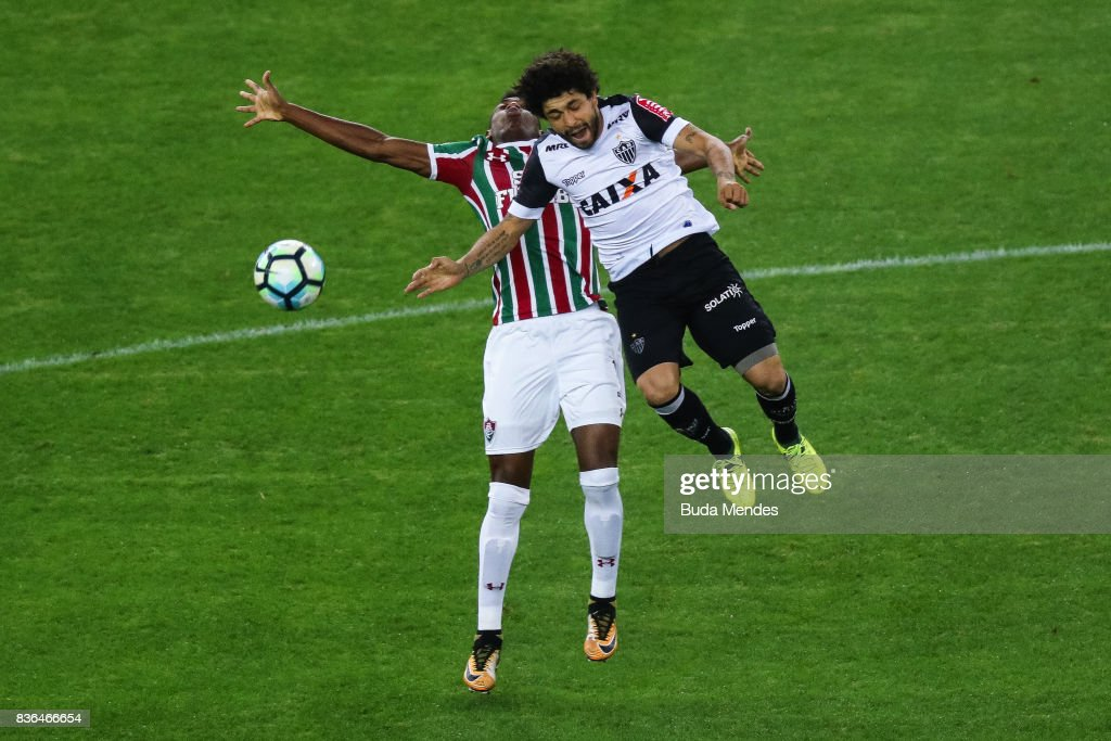 Léo Pelé (L) of Fluminense struggles for the ball with Luan of Atletico MG during a match between Fluminense and Atletico MG part of Brasileirao Series A 2017 at Maracana Stadium on August 21, 2017 in Rio de Janeiro, Brazil.