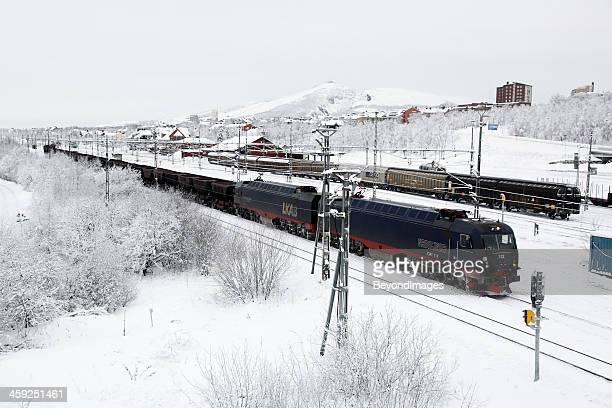 Loaded Eisenerz Zug in arktischen winter snow