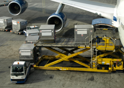 Loading cargo into a Boeing 747 117952890