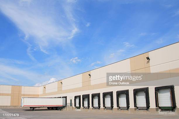 loading dock - loading dock stock pictures, royalty-free photos & images