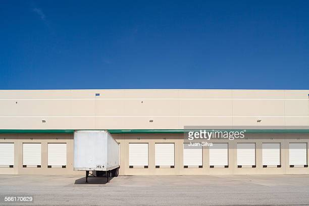 loading docks for trucks in industry - coral springs stock pictures, royalty-free photos & images