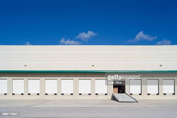 loading docks in industry - loading dock stock pictures, royalty-free photos & images