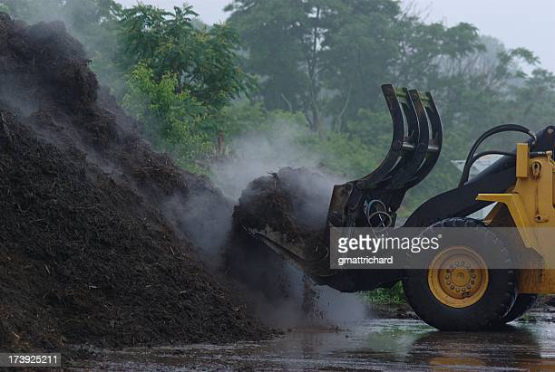 loading mulch - mulch stock pictures, royalty-free photos & images