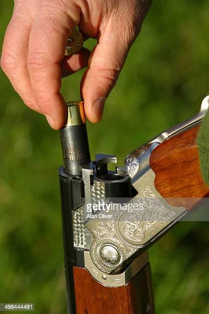 Loading shotgun cartridge