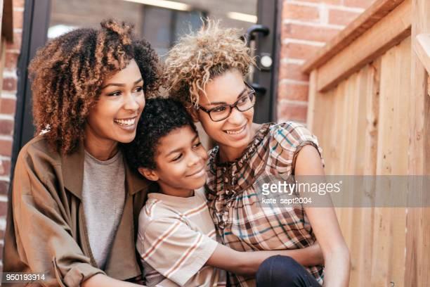 loan for the first home - lesbica imagens e fotografias de stock