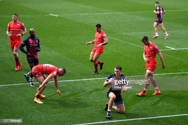 Loan Lloyd of Bristol Bears touches down for his team's first try during the Gallagher Premiership Rugby match between Bristol Bears and Leicester...