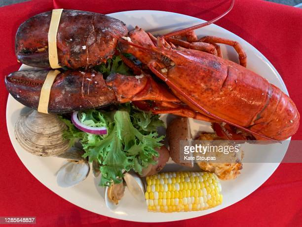 lobster feast - red lobster restaurant stock pictures, royalty-free photos & images