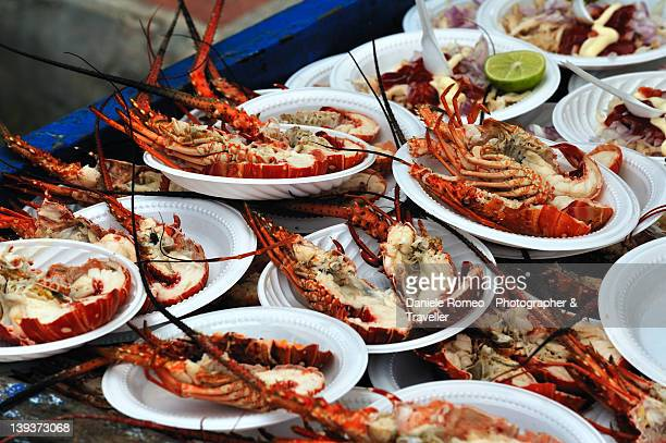 lobsters - plastic plate - fotografias e filmes do acervo