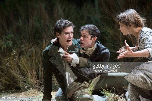 Loïc Corbery Adeline d'Hermy et Christophe Montenez de la troupe de la ComédieFrançaise interprètent dans la salle Richelieu la pièce de théâtre Le...