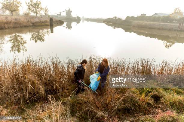 local community service river cleanup - estuary stock pictures, royalty-free photos & images
