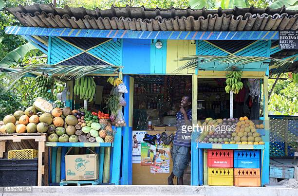 local fruit stand in ocho rios, jamaica - jamaica stock pictures, royalty-free photos & images