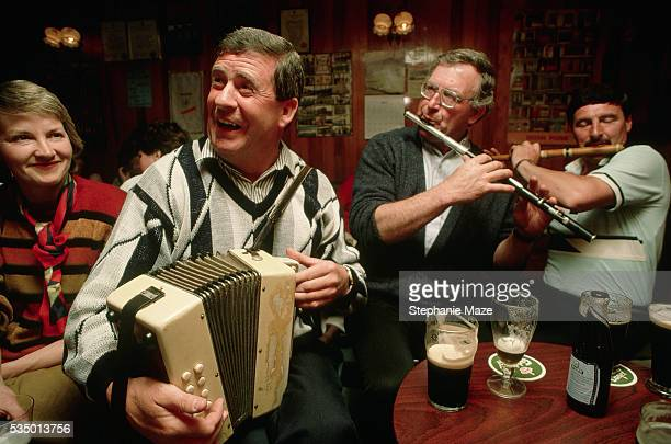 Local Irishmen Gather for Music and Beer