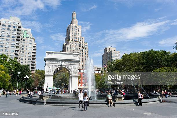 local landmarks - washington square park stock pictures, royalty-free photos & images