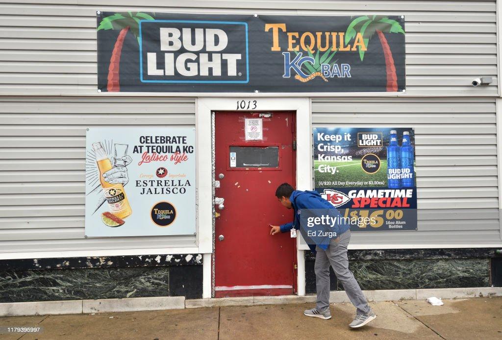 Multiple Fatalities After Shooting At Kansas City Bar : ニュース写真