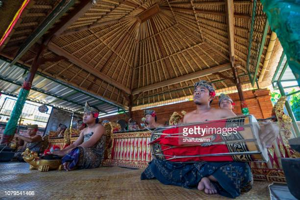local people performing traditional music for barongan dance at bali. - shaifulzamri foto e immagini stock