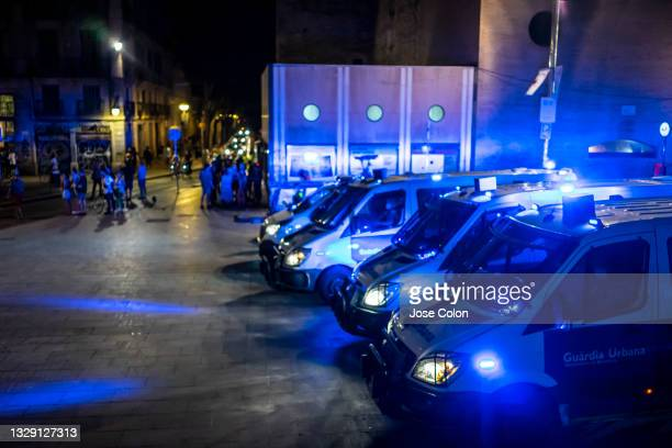 Local police at Barcelona's contemporary art museum chasing people out of the Plaça dels Àngels due to the curfew imposed by the Catalan government...