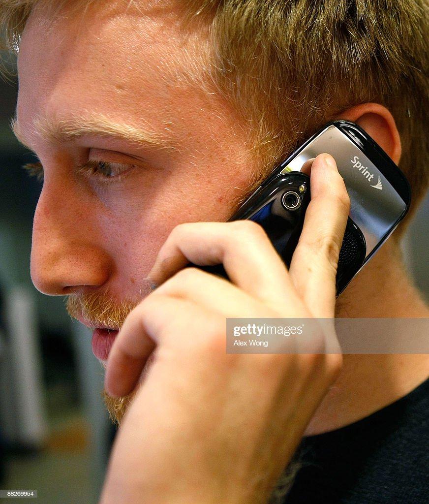 Palm's New Smartphone Pre Goes On Sale : Foto di attualità