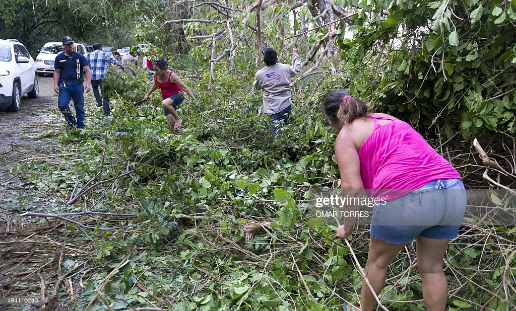 Local Residents Clear The Melaque Las Manzanillas Road Partially