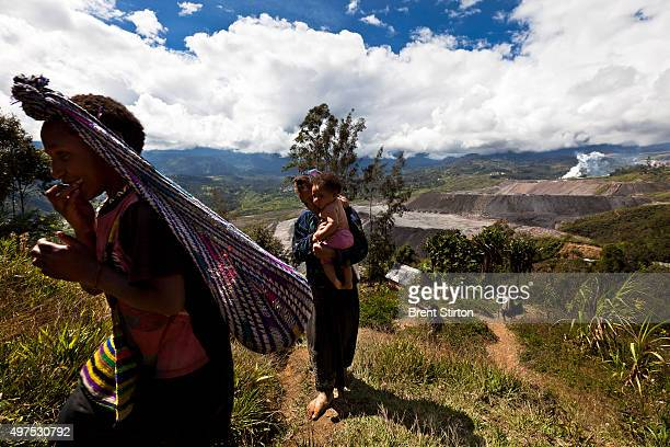 Local residents in communities perched right over the processed ore dumps on the outskirts of the Porgera Joint Venture Mine Papua New Guinea Porgera...