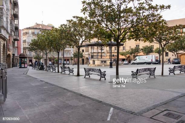 résidents locaux sur paz carrés haro, espagne - haro photos et images de collection