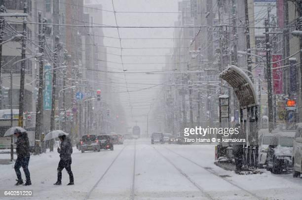 local train and people in the snow city, sapporo - sapporo - fotografias e filmes do acervo