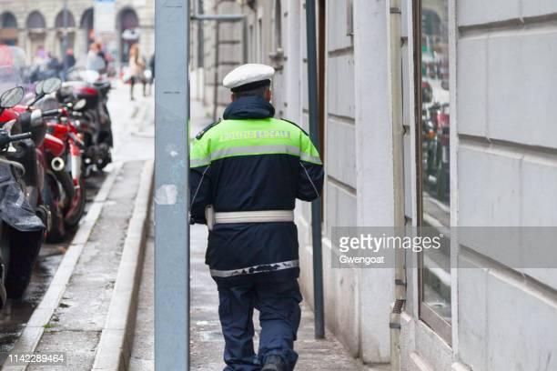 polícia da localidade de trieste - gwengoat - fotografias e filmes do acervo