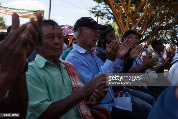Locals of Guerima applause during a notification in Vichada Colombia on December 05 2017 Locals of Guerima follow the conditions carefully delivered...
