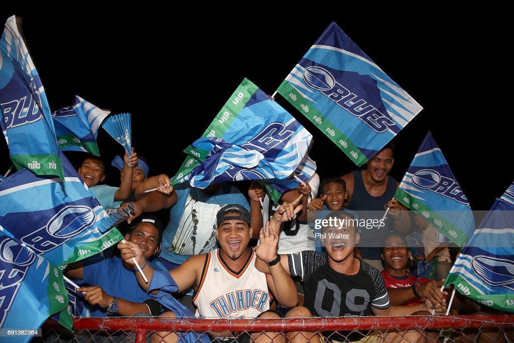 Locals show their support for the Blues before the round 15 Super Rugby match between the Blues and the Reds at Apia Park National Stadium on June 2, 2017 in Apia, Samoa.