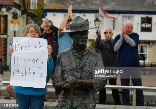 Locals show their support for the Lord BadenPowell statue on June 11 2020 in Poole United Kingdom The statue of Robert BadenPowell on Poole Quay is...
