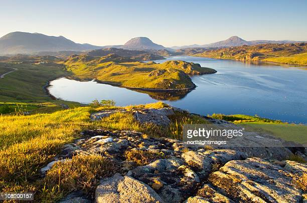 loch inchard in early morning light - schotland stockfoto's en -beelden