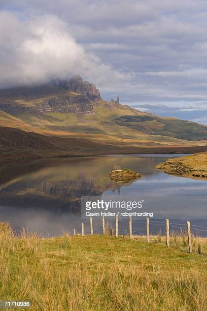 loch leathan, the old man of storr, isle of skye, inner hebrides, west coast, scotland, united kingdom, europe - gavin hellier stock pictures, royalty-free photos & images
