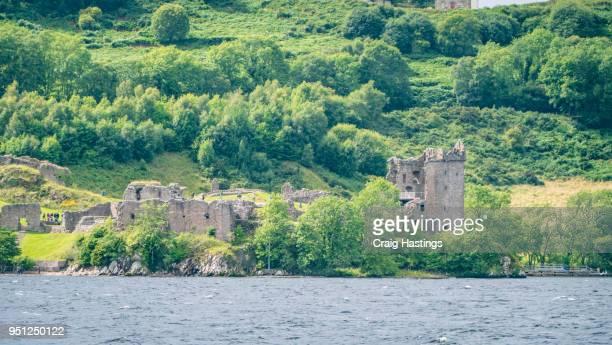 lochness and loche heart castle scotland - battle of hastings stock-fotos und bilder
