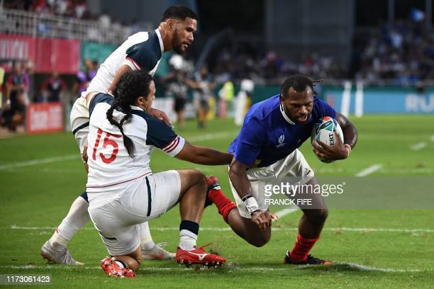 US lock Nate Brakeley runs and misses a try opportunity during the Japan 2019 Rugby World Cup Pool C match between France and the United States at...