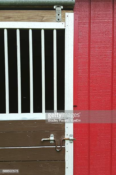 locked barn door - pavard stock pictures, royalty-free photos & images