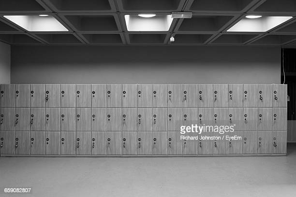 lockers in room - locker room stock pictures, royalty-free photos & images