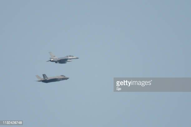 """lockheed martin f-35 joint strike fighter and f-16 fighting falcon - """"sjoerd van der wal"""" or """"sjo"""" stock pictures, royalty-free photos & images"""