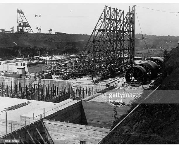 Locks Gatun Partial view floor construction wall from towers and culvert forms December 15 1909