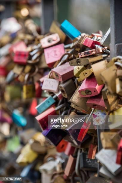 locks of love on eiserner steg bridge - frankfurt main bildbanksfoton och bilder