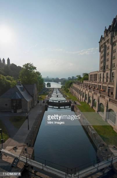locks of rideau canal under blue sky, ottawa - ottawa stock-fotos und bilder