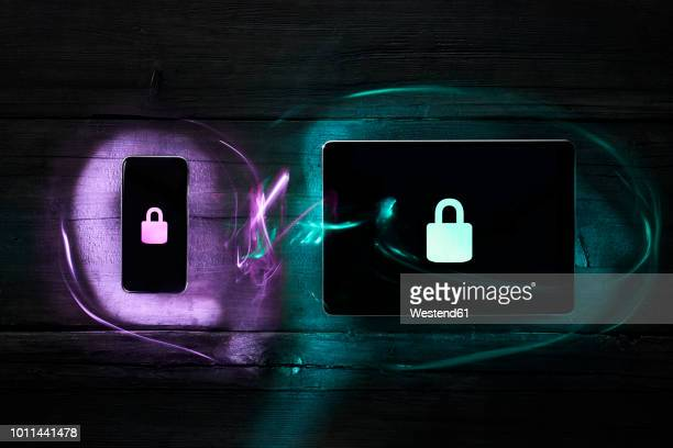 locks on smartphone and digital tablet, data encryption - deep web fotografías e imágenes de stock
