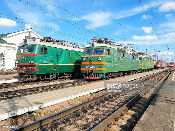 locomotives stopped at ilansky train station - krasnoyarsk stock pictures, royalty-free photos & images