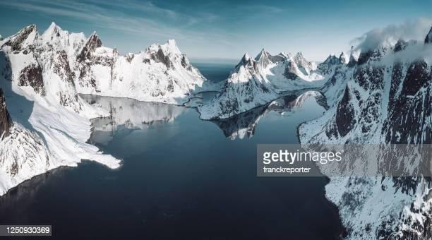 lofotenlandschap in de winter - schoonheid in de natuur stockfoto's en -beelden